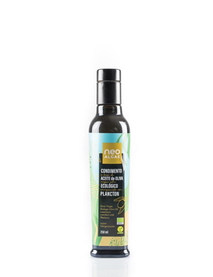 botella de 250ml de aceite de oliva virgen extra eco con plancton de neoalgae. el primero del mercado en ser certificado como ecológico.